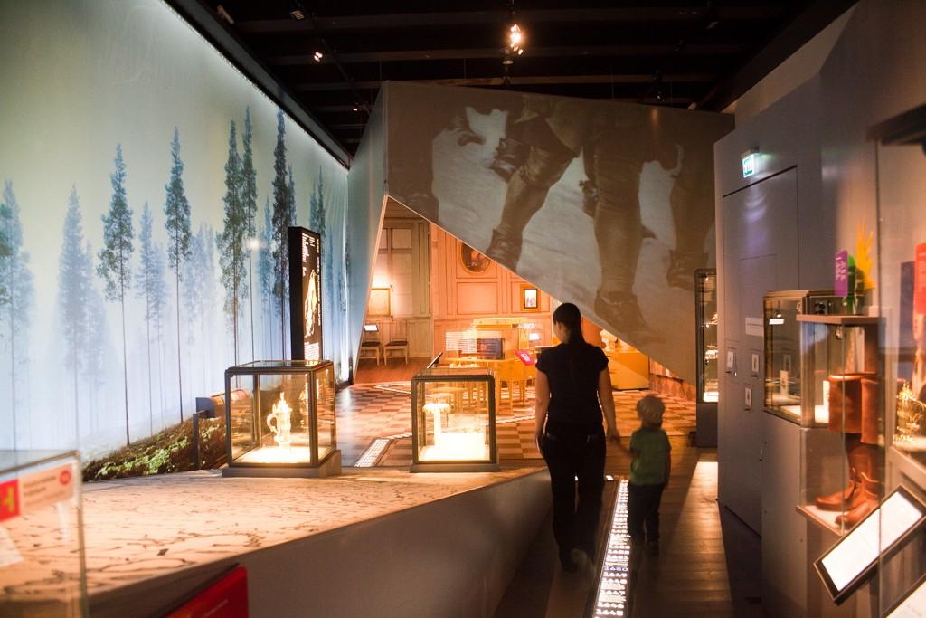 Dar vienas bendras ekspozicijų vaizdas. Čia susijungia viduramžiai ir naujoji Švedijos istorija